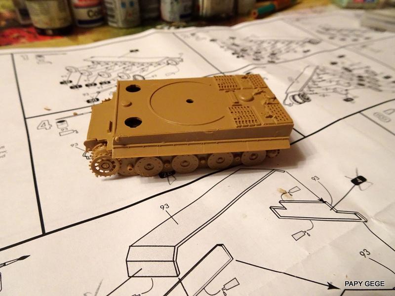 PzKwf VI  TIGER au 1/72 Heller Tiger_18