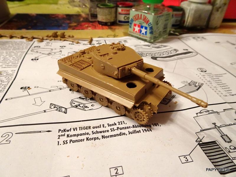 PzKwf VI  TIGER au 1/72 Heller Tiger_20