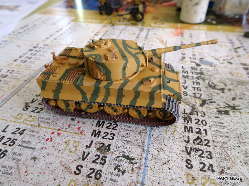 PzKwf VI  TIGER au 1/72 Heller Tiger_21
