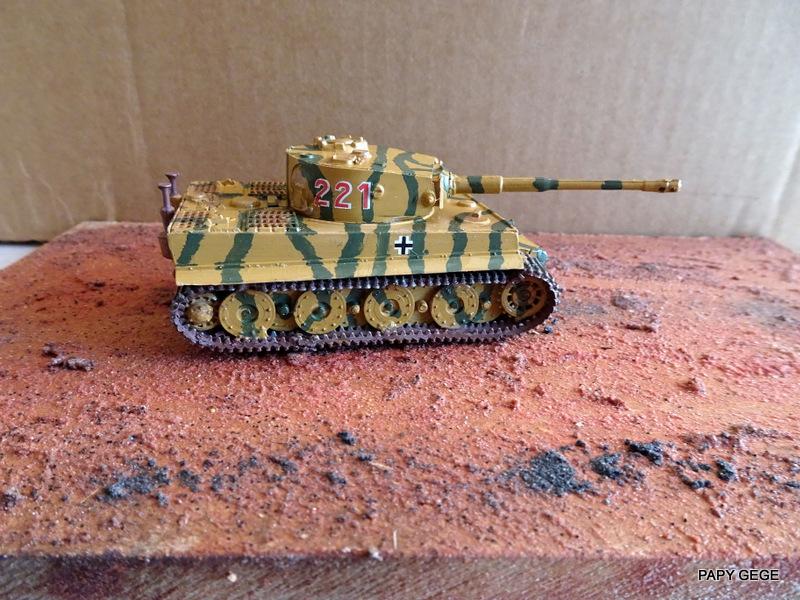 PzKwf VI  TIGER au 1/72 Heller Tiger_24