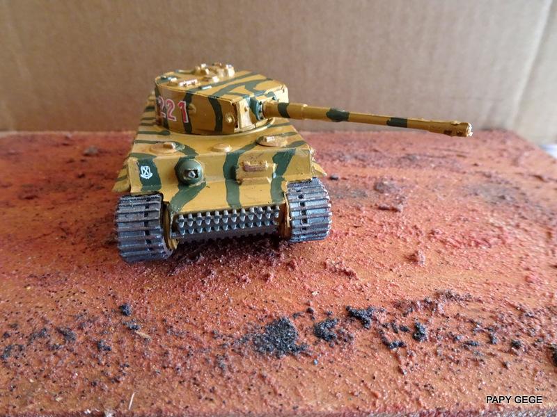 PzKwf VI  TIGER au 1/72 Heller Tiger_25