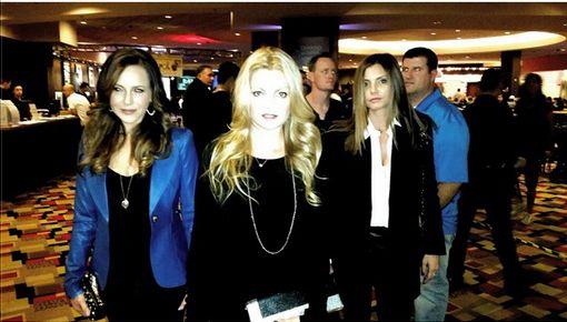 Membres du cast réunis - Page 3 Cc-jul10