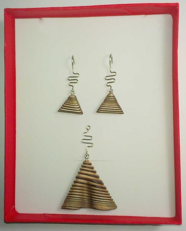 [créa. bois]Sculpture d'art moderne où le feu se lie a l'outil  - Page 2 Imag0511