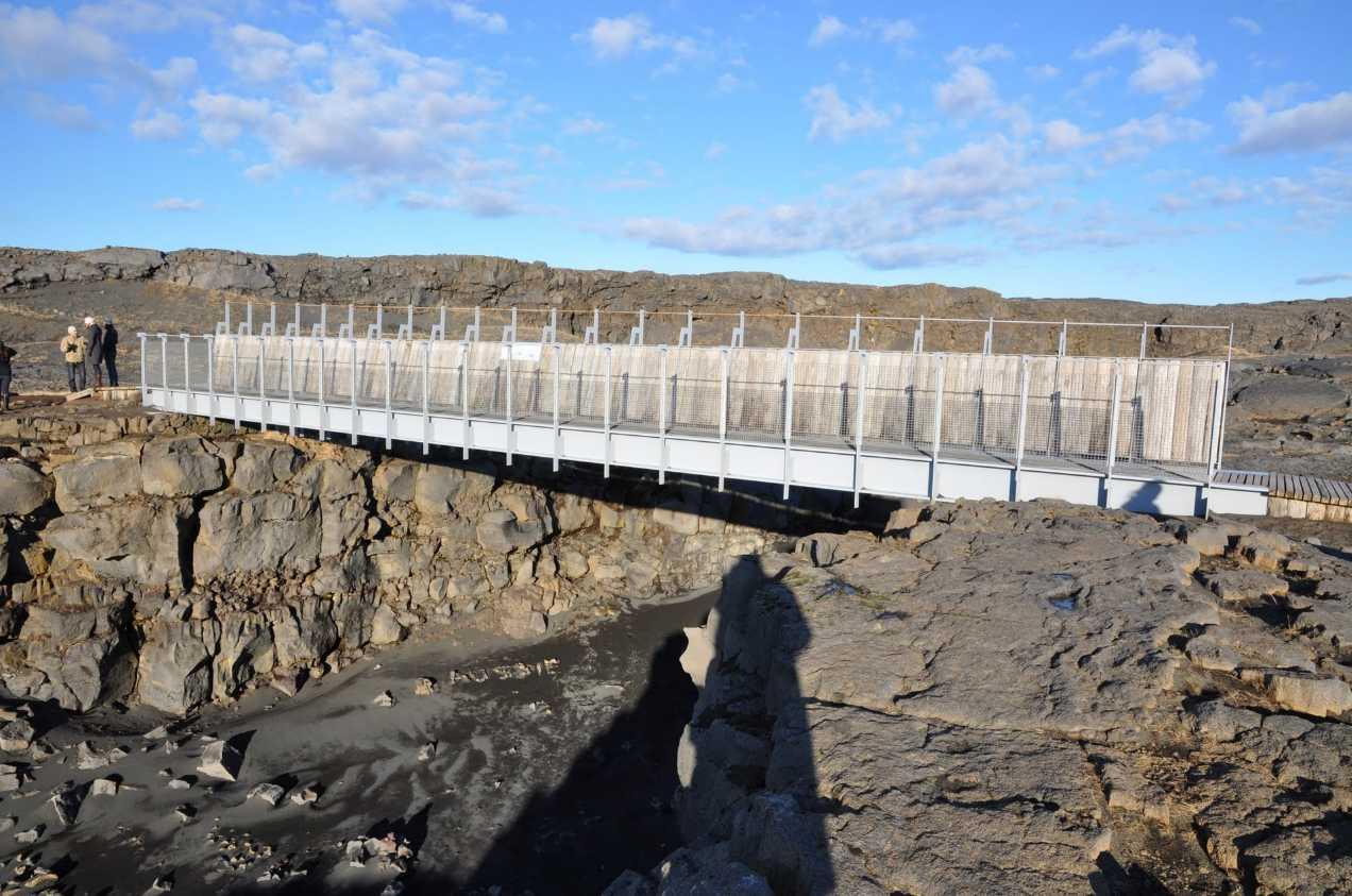 Un pont (Miolina bridge)  entre l'Europe et l'Amérique - Islande 2014-138