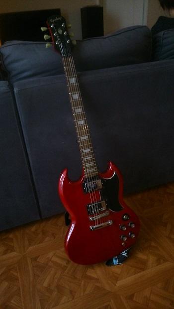 [VENDU] Vends guitare Epiphone G400 + Ampli Marshall + pédale d'effets ZOOM Dsc_0710