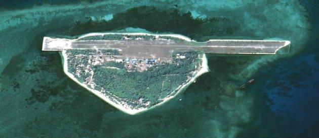 La Chine construit une île porte-avions Chine-10