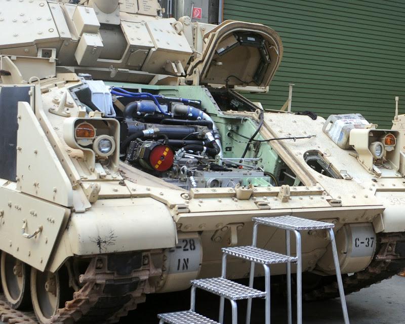 M2 A3 Bradley busk 1-35 meng  98510110