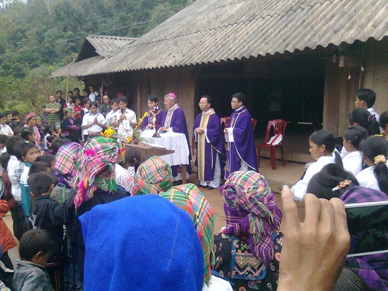 HMOOB CATHOLIC NYOB COB TSIB TEB (Hmong Catholic Vietnam) - Page 5 Hocnh_12