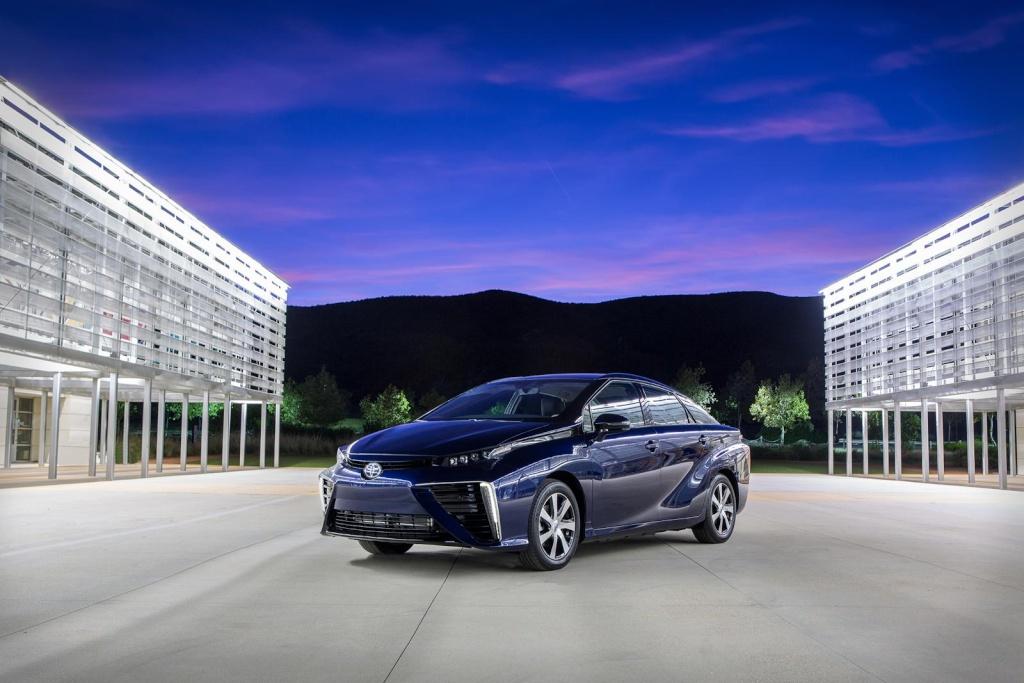 2015 - [Toyota] FCV / Mirai - Page 4 Toyota12