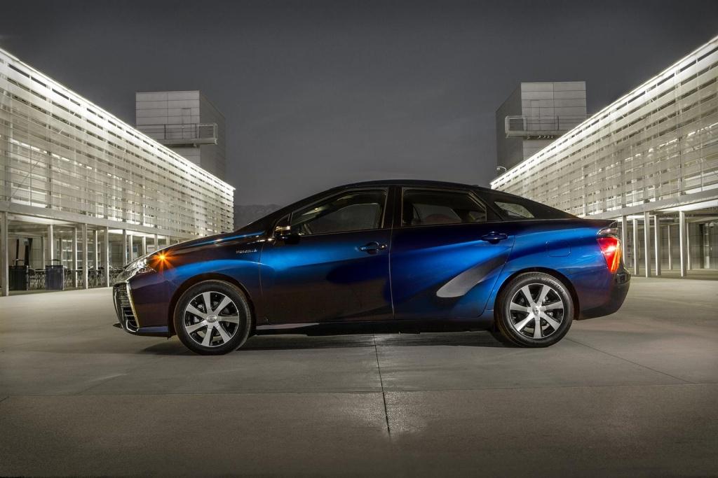 2015 - [Toyota] FCV / Mirai - Page 4 Toyota13