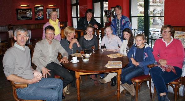 AU CAFE POLYGLOTTE ON PARLE REGULIEREMENT ET ON A DES AMIS DE TOUS HORIZONS Spey_r10