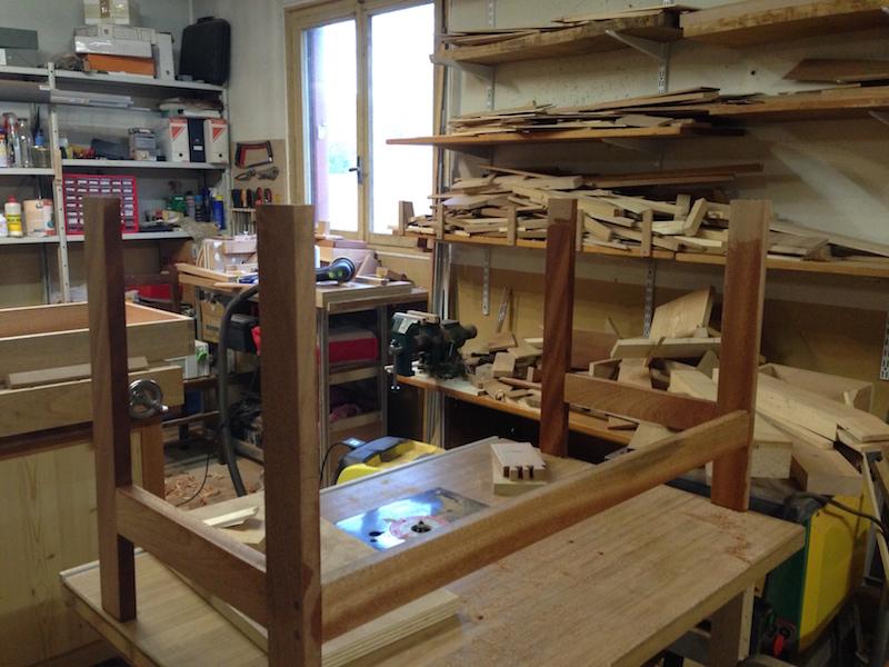 Un petit bureau pour enfant.  Pietem10
