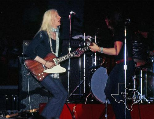 Johnny Winter - Page 3 Johnny10