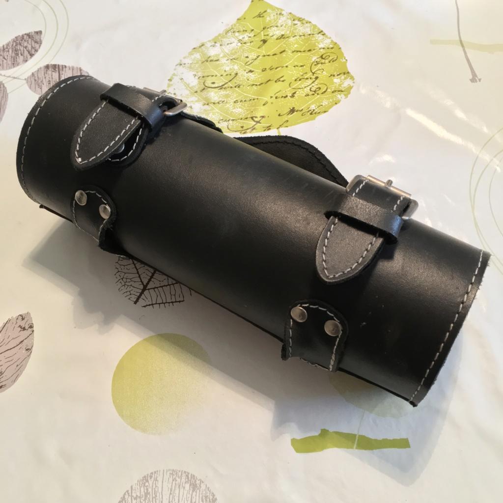 """Vends sacoche latérale Softail + rouleau """"boite à outil"""" Img_0417"""