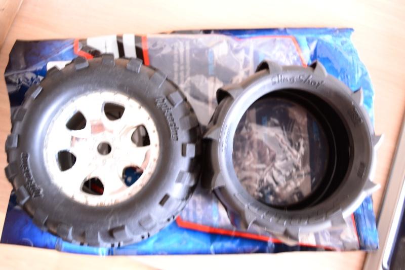 [Demande d'aide] Perdu dans la jungle des pneus et des jantes Savage X 4.6 Dsc_0112