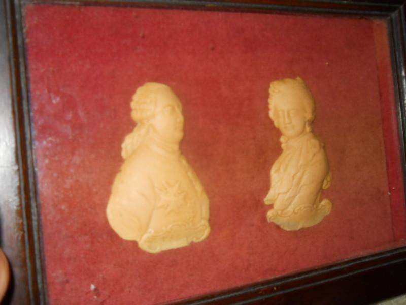 Bustes et représentations en cire de Marie-Antoinette Ccuple10