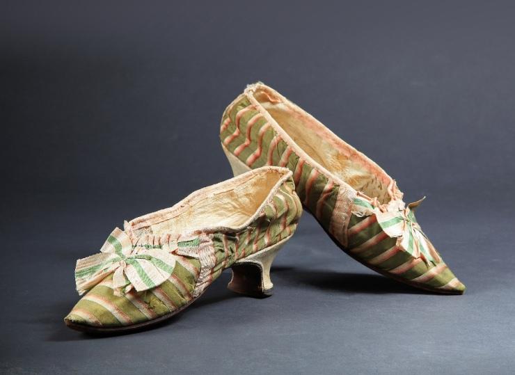 Les souliers et chaussures de Marie-Antoinette  - Page 2 Chau-210