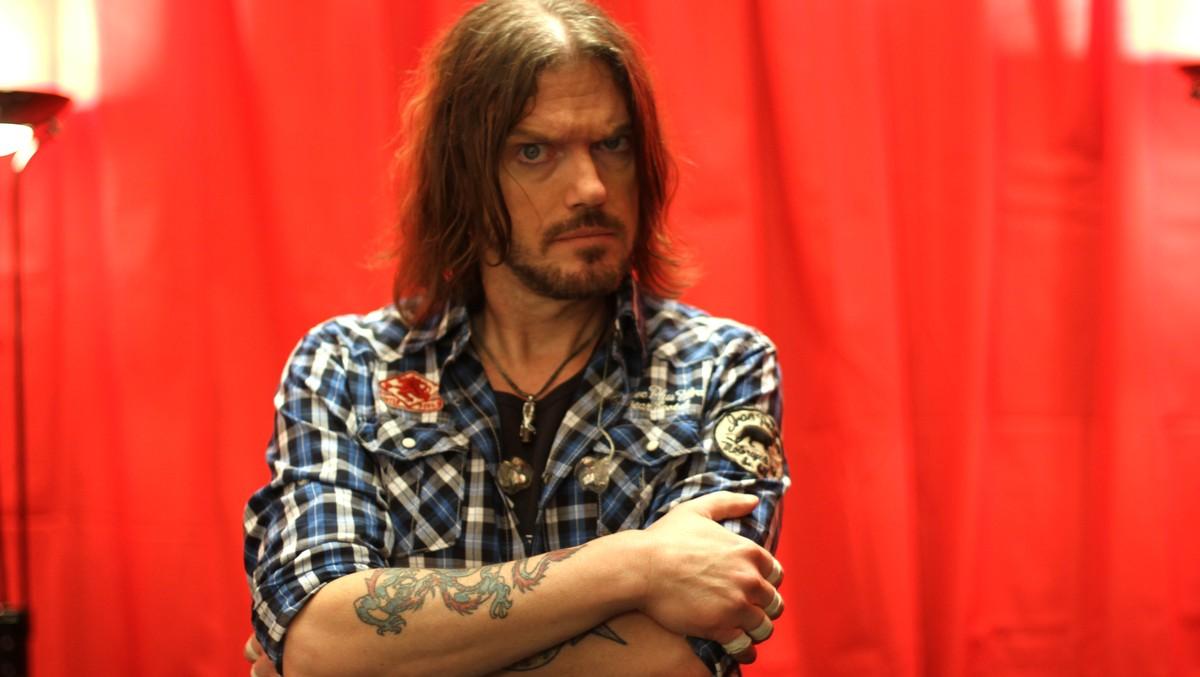 2010.05.30 - NRK - Guns N' Roses Charmed By Bergen (Dizzy, Dj) B-gkmm10