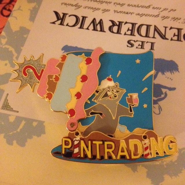 Le Pin Trading à Disneyland Paris - Page 2 Photo_45