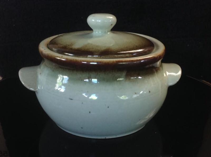 a very nice Clay Craft casserole Cccass10