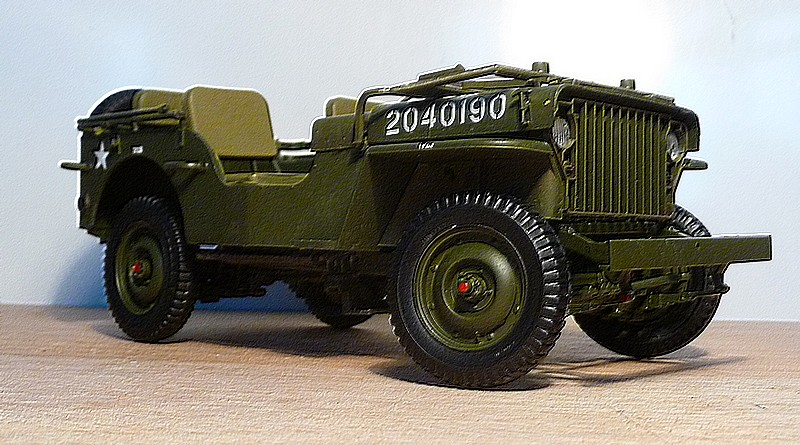 FINEMOLDS 1/20éme - U.S.ARMY 1/4 ton 4X4 TRUCK - JEEP ( SLAT GRILLE) - Page 3 P1050710