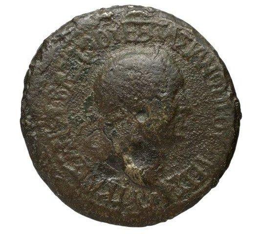 Provinciale à l'autel, Vespasien ? Prusia11