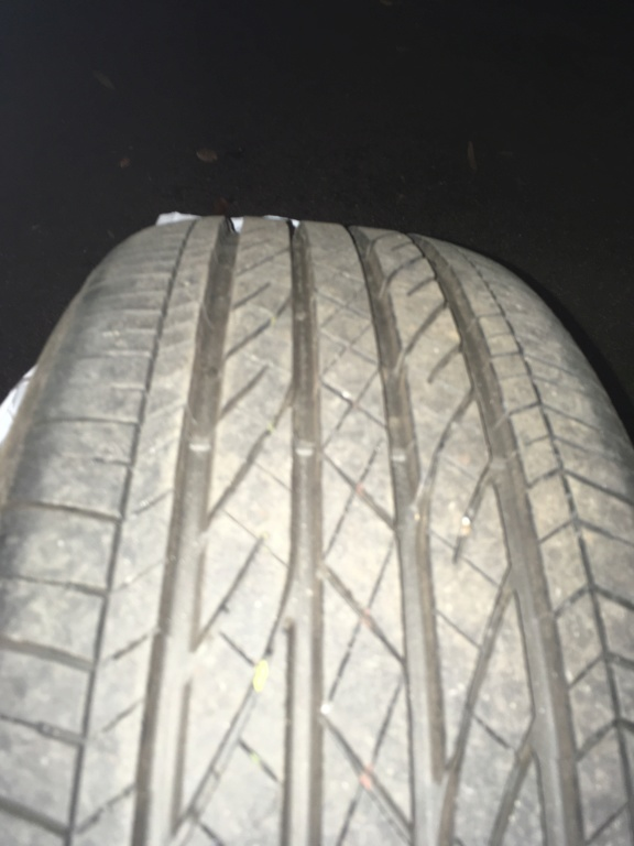 Vends pneu Bridgestone Dueler HP Sport AS 75300c10