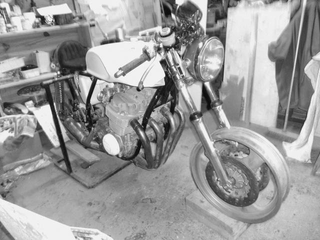 Honda 750.... ma japounaise préférée... - Page 5 Dsc08429