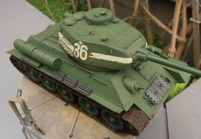 "T 34/85 ""  berlin la fin "" ( dragon 1/35eme et PE ) - Page 3 Pc090712"