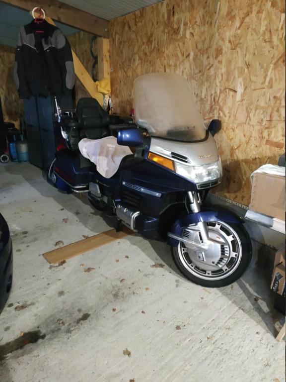 Un range moto pas comme les autres  15448810
