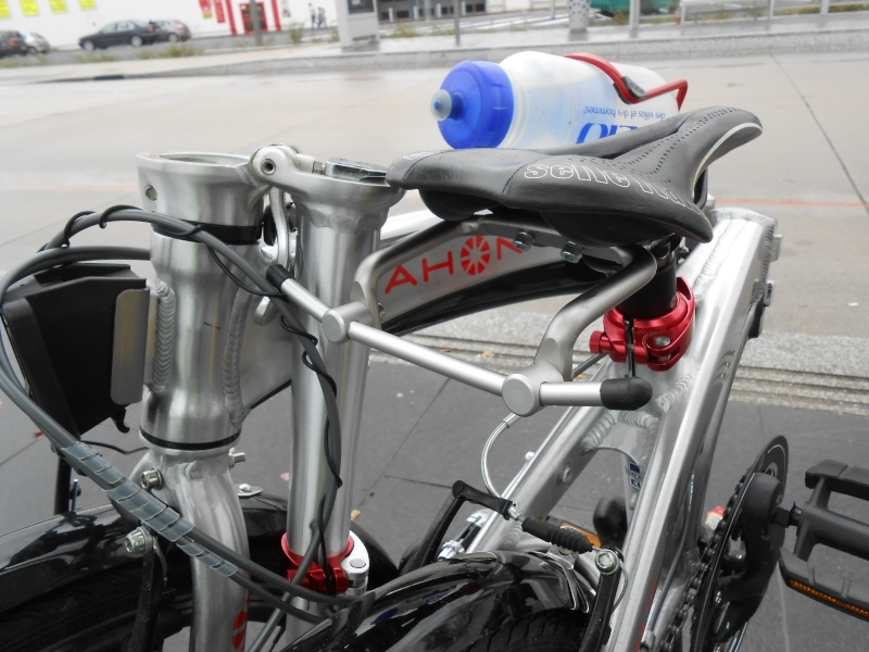 Porte-bagages de selle et utilisation de sacoches Front Vaude Aqualine 00210