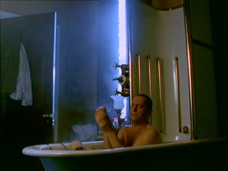 Dans la baignoire, s'il vous plaît... Pdvd_010