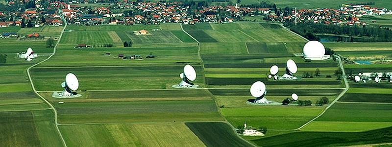 La plus grande station satellite d'Europe n'a pas vu qui a dessiné la figure géométrique au pied de ses antennes  Untitl24