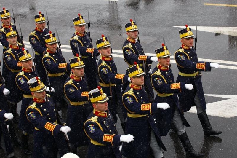 Armée Roumaine/Romanian Armed Forces/Forţele Armate Române - Page 7 4210