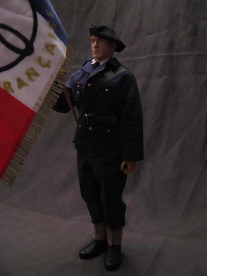 porte drapeau de la milice  Porte_11