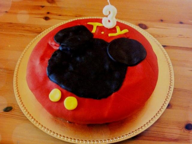 Gâteaux d'anniversaire Disney de nos miniatures - Page 2 Gateau10