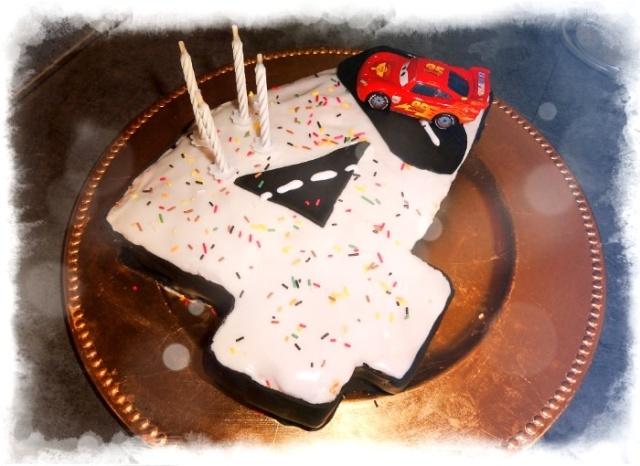 Gâteaux d'anniversaire Disney de nos miniatures - Page 2 Gyteau10