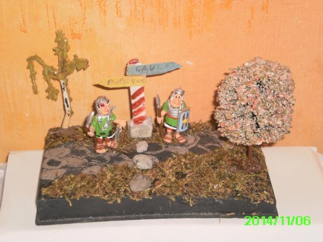 Les réalisations dioramas et vitrinettes kinder récup. Pict0010