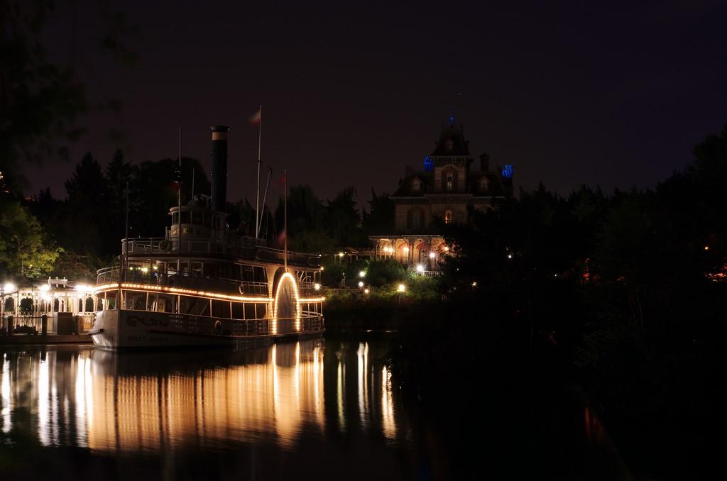 Vos photos nocturnes de Disneyland Paris - Page 5 Phanto11