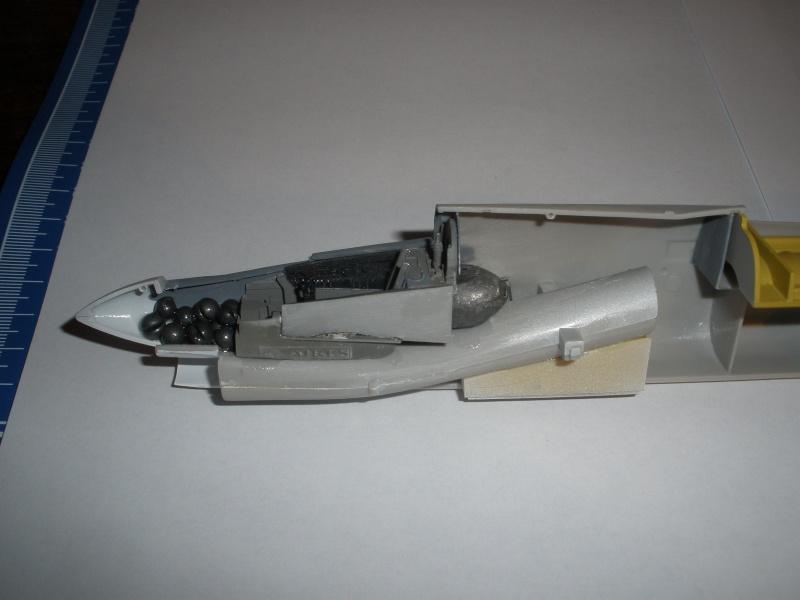 F-8E Crusader Hasegawa 1/48. Pb280311