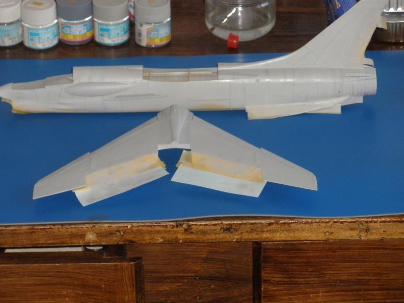 F-8E Crusader Hasegawa 1/48. - Page 2 Pc070311