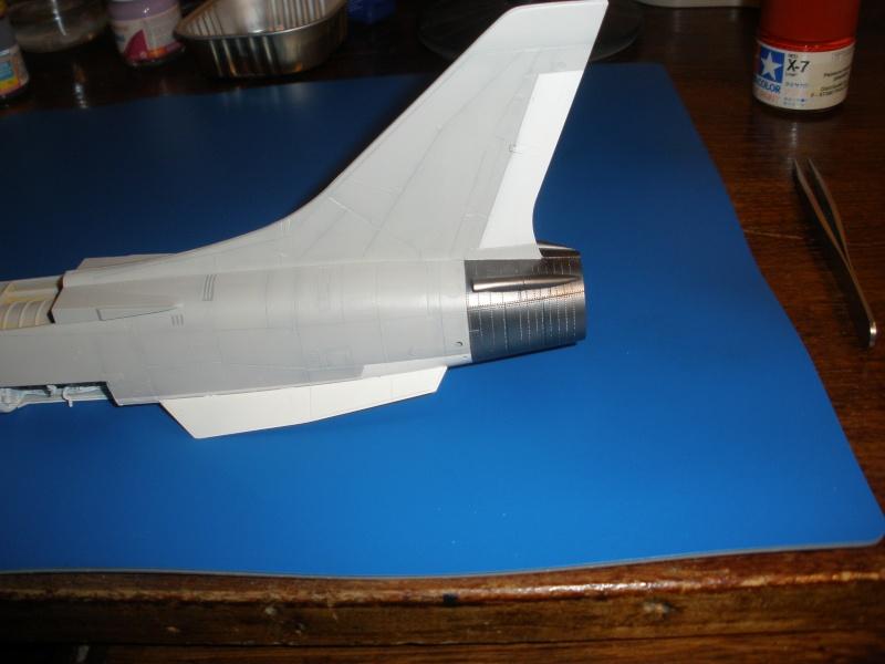 F-8E Crusader Hasegawa 1/48. - Page 2 Pc080313