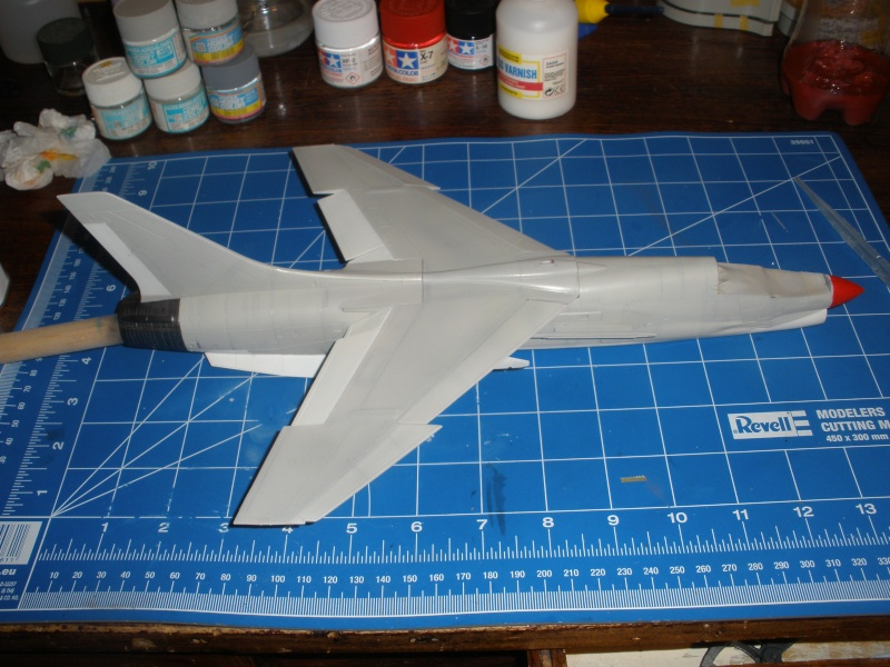 F-8E Crusader Hasegawa 1/48. - Page 2 Pc080317
