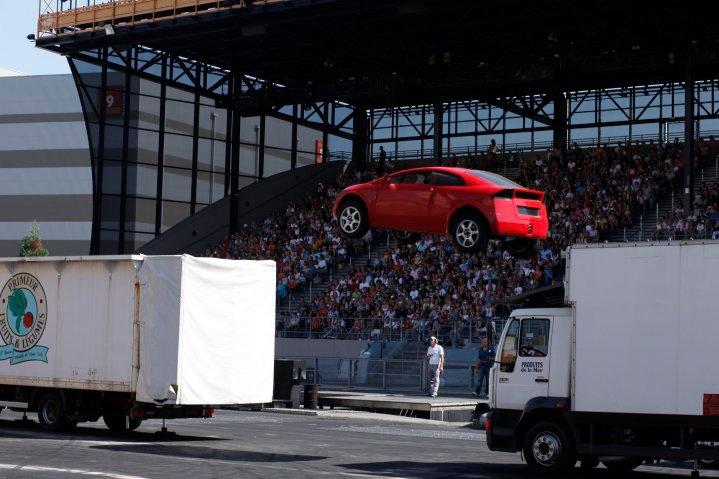 Moteurs… Action ! accueille Flash McQueen (à partir du 6 avril 2011) - Page 15 2010-012