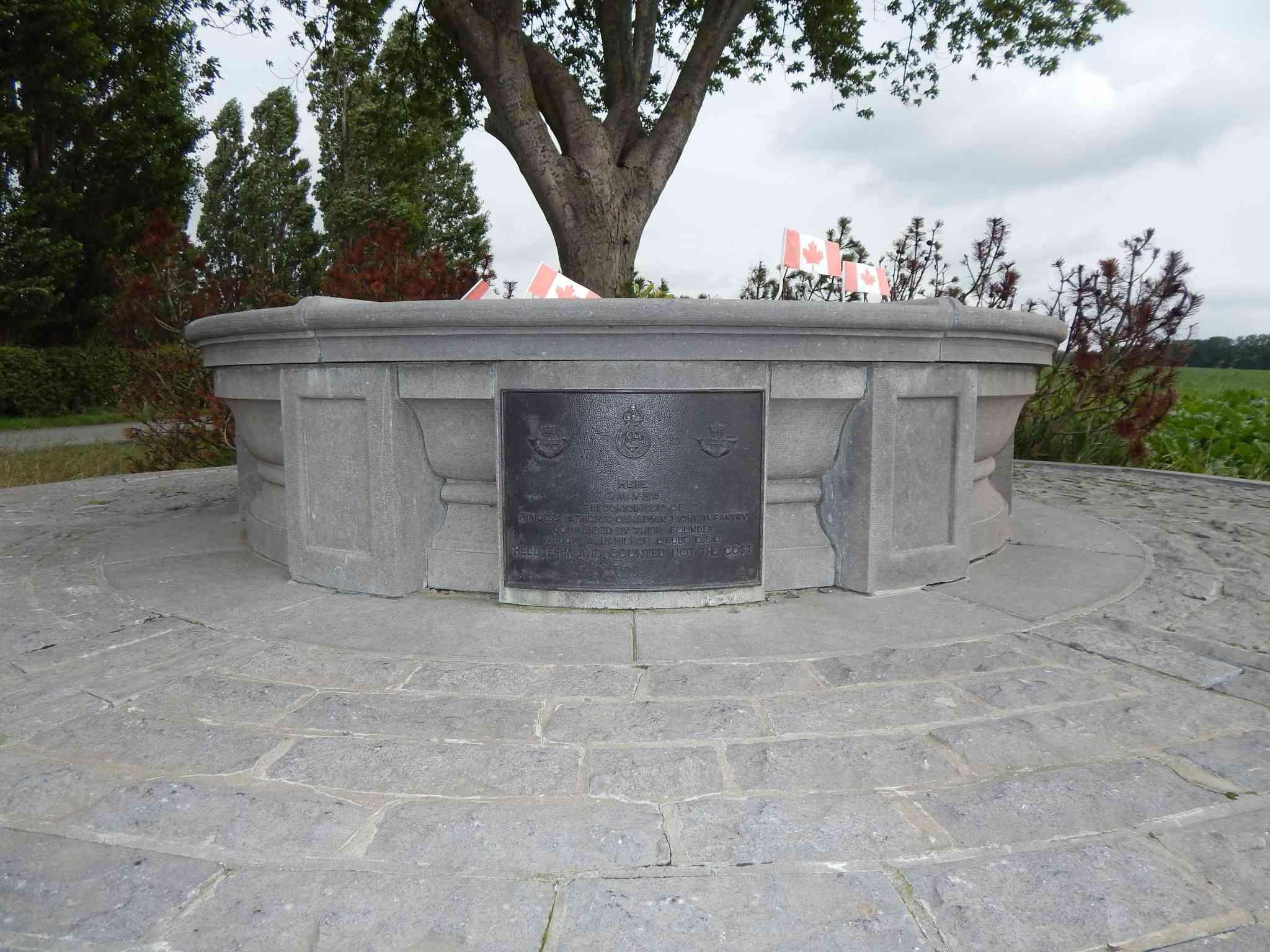 A la découverte des mémoriaux et cimetières militaires - Page 5 Dscn6711