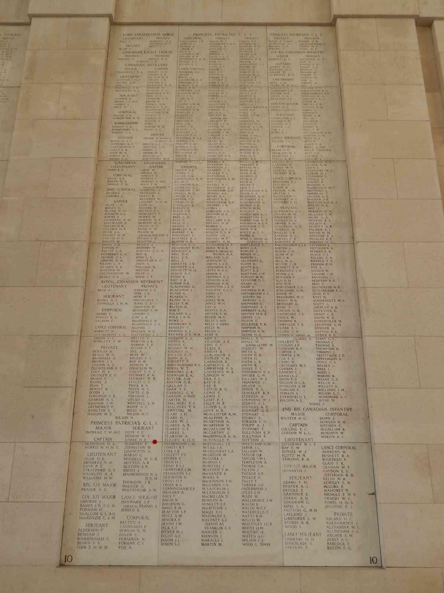 A la découverte des mémoriaux et cimetières militaires - Page 5 Dscn8715