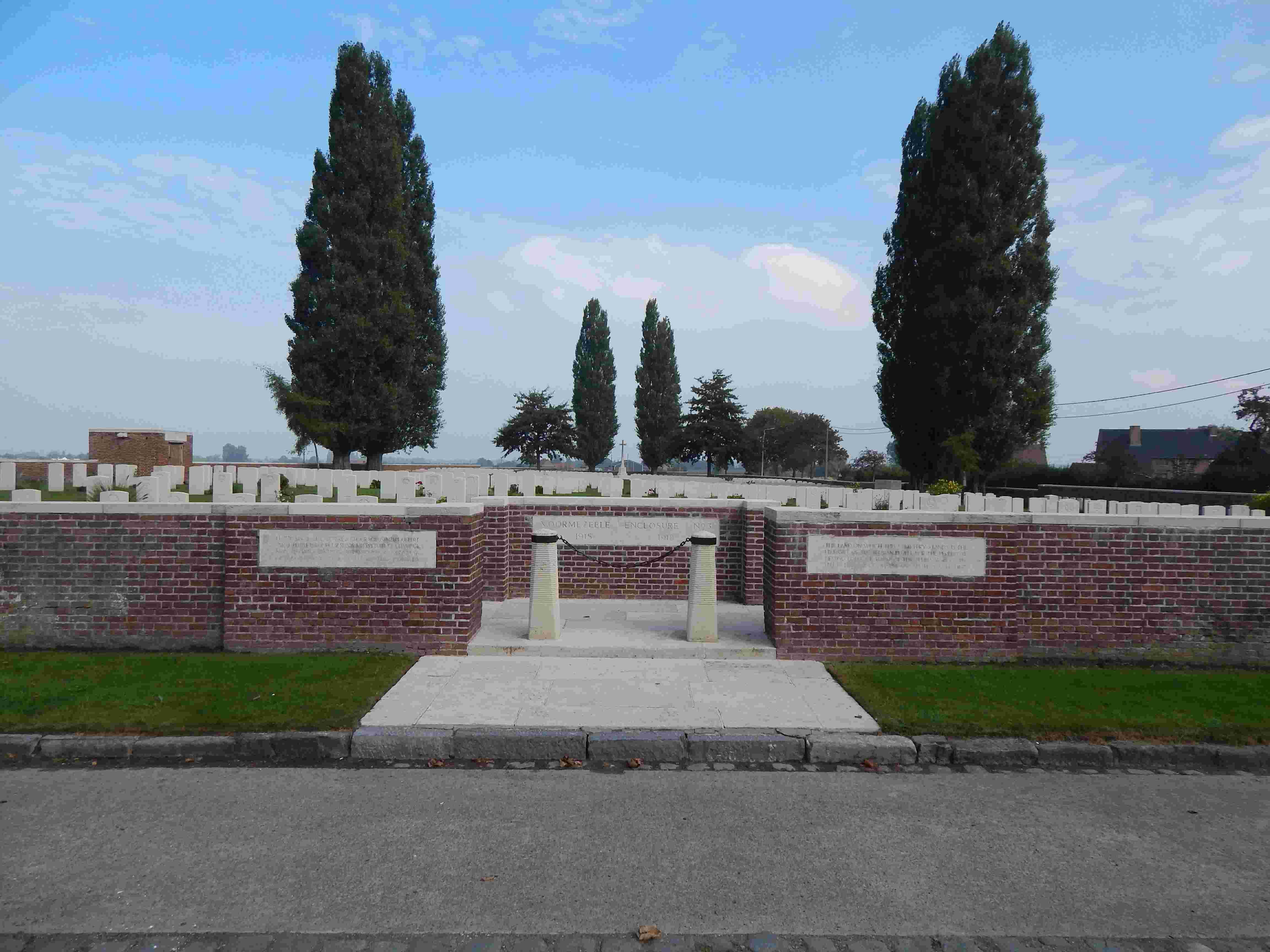 A la découverte des mémoriaux et cimetières militaires - Page 5 Dscn8717