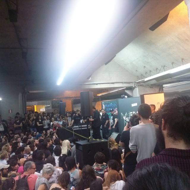 11/27/14 - São Paulo, Brasil, Estação Paraíso do Metro 10110