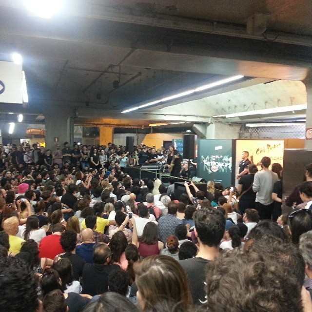 11/27/14 - São Paulo, Brasil, Estação Paraíso do Metro 11410