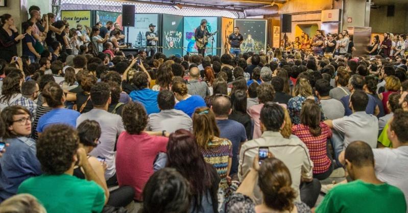 11/27/14 - São Paulo, Brasil, Estação Paraíso do Metro 11810